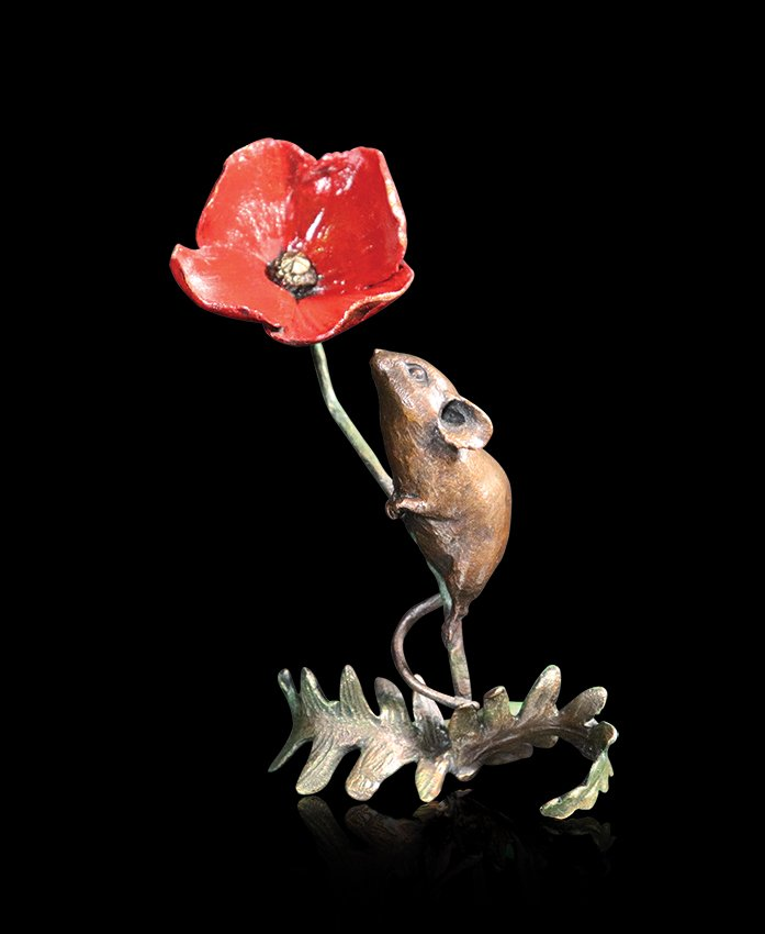 1075 Mouse with Poppy
